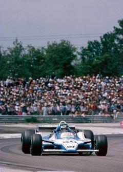 Jacques Laffite au volant de sa Ligier F1