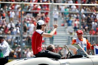 Antonio Giovinazzi, Alfa Romeo Racing, en el desfile de pilotos