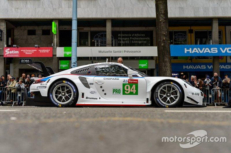 №94 Porsche 911 RSR