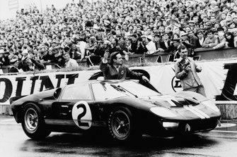 1. #2 Shelby American Inc. Ford Mk II: Bruce McLaren, Chris Amon