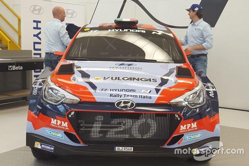 Il pilota Umberto Scandola e Riccardo Scandola, capo di S.A. Motorsport