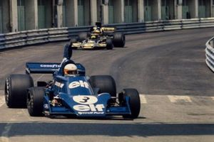 Jody Scheckter, Tyrrell 007 Ford leads Ronnie Peterson, Lotus 72E Ford