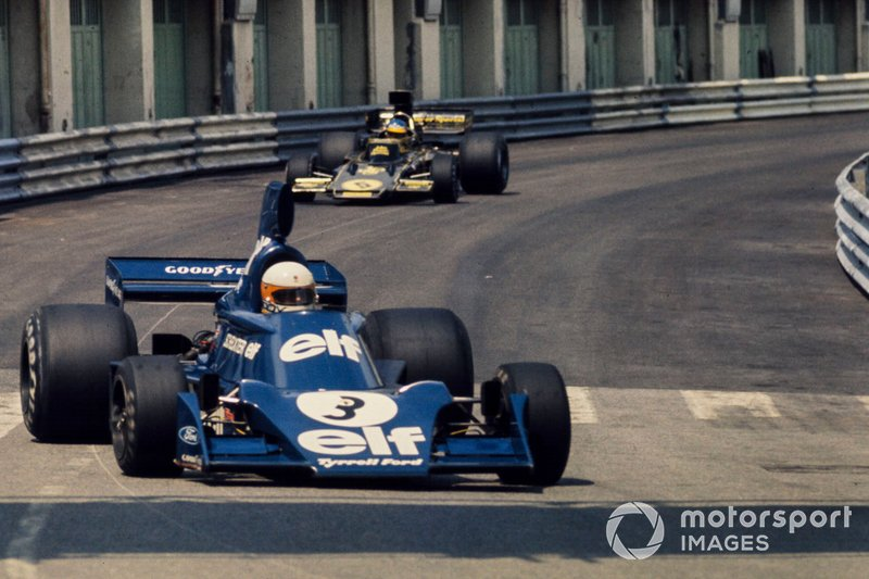 Jody Scheckter, Tyrrell 007 Ford, delante de Ronnie Peterson, Lotus 72E Ford