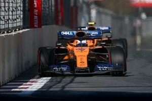 Carlos Sainz Jr., McLaren MCL34, en Lando Norris, McLaren MCL34