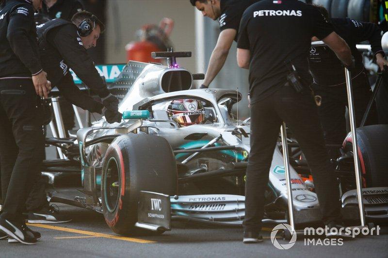 Lewis Hamilton, Mercedes AMG F1 W10, ai box