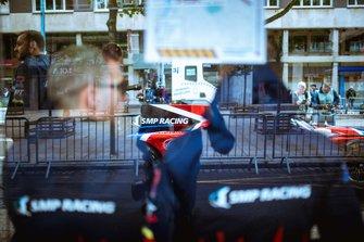 Болид SMP Racing в центре города перед техинспекцией