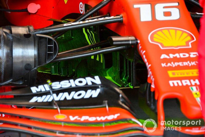 Ferrari SF90: Vorderradaufhängung mit Flo-Viz-Farbe