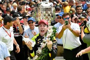 Simon Pagenaud, Team Penske Chevrolet celebrates the win with in Victory Lane