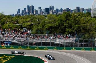 George Russell, Williams Racing FW42, leads Valtteri Bottas, Mercedes AMG W10