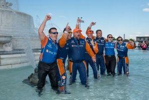 Scott Dixon, Chip Ganassi Racing Honda, celebrates race win with crew in Scott Fountain