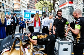 Engineers prepare Jean-Eric Vergne's, DS TECHEETAH, DS E-Tense FE19 on the grid