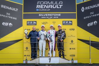 Podium race 1: winnaar Oscar Piastri, R-ACE GP, tweede Joao Vieira, JD motorsport, derde Petr Ptacek, BHAITECH
