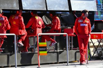 Mattia Binotto, Team Principal Ferrari, and the Ferrari team on the pit wall