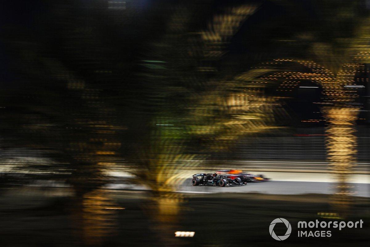 Valtteri Bottas, Mercedes F1 W11, Alex Albon, Red Bull Racing RB16