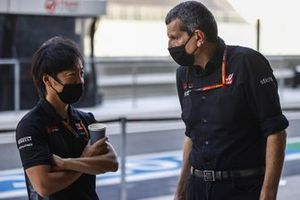 Ayao Komatsu, Chief Race Engineer, Haas F1, with Guenther Steiner, Team Principal, Haas F1