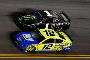 Ryan Blaney, Team Penske, Ford Mustang Menards/Blue DEF/PEAK Kurt Busch, Chip Ganassi Racing, Chevrolet Camaro Monster Energy