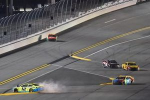 #12: Ryan Blaney, Team Penske, Ford Mustang Menards/Great Lakes Flooring crashes