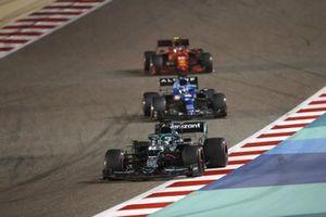 Lance Stroll, Aston Martin AMR21 Fernando Alonso, Alpine A521 Carlos Sainz Jr., Ferrari SF21
