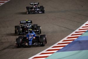 Esteban Ocon, Alpine A521, Sebastian Vettel, Aston Martin AMR21, et Lance Stroll, Aston Martin AMR21