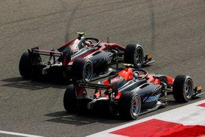 Callum Ilott, Haas VF-20 and Felipe Drugovich, MP Motorsport