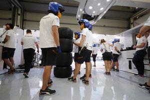 L'équipe McLaren dans le garage