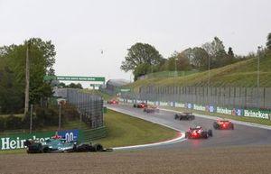 Daniel Ricciardo, McLaren MCL35M, Pierre Gasly, AlphaTauri AT02, Lance Stroll, Aston Martin AMR21