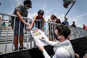 Simon Pagenaud, Team Penske Chevrolet, fans