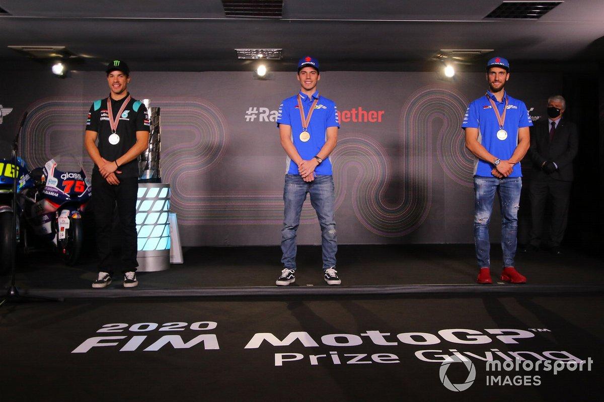 Campeón del mundo 2020 de MotoGP, Joan Mir, Team Suzuki MotoGP, el segundo, Franco Morbidelli, Petronas Yamaha SRT, y el tercero, Alex Rins, Team Suzuki MotoGP