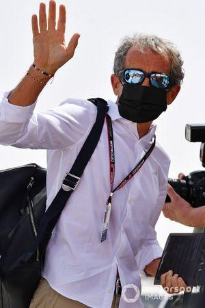 Alain Prost, Consultant, Alpine, arrive au circuit