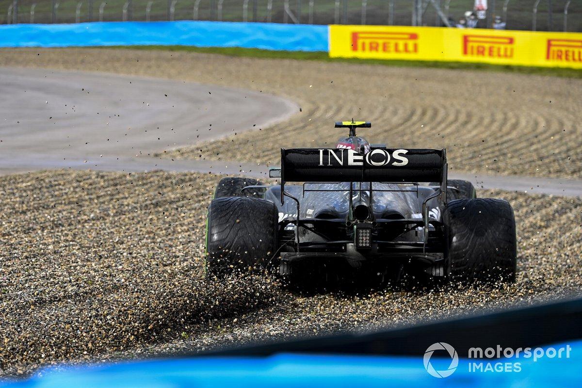 Valtteri Bottas, Mercedes F1 W11 se va a la grava