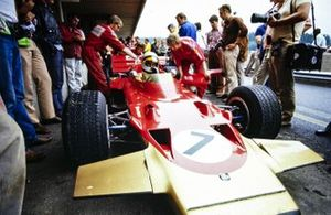 John Miles, Lotus 72C Ford in the pits. Mechanics are making adjustments to the car