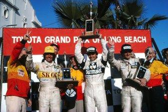 Podium: race winner Nelson Piquet, Brabham, second place Riccardo Patrese, Arrows, third place Emerson Fittipaldi