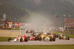 Start zum GP Brasilien 1988 in Rio de Janeiro: Alain Prost, McLaren MP4/4, führt