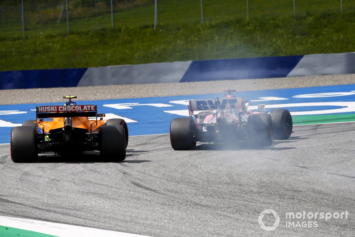 Sergio Perez, Racing Point RP20, precede Lando Norris, McLaren MCL35