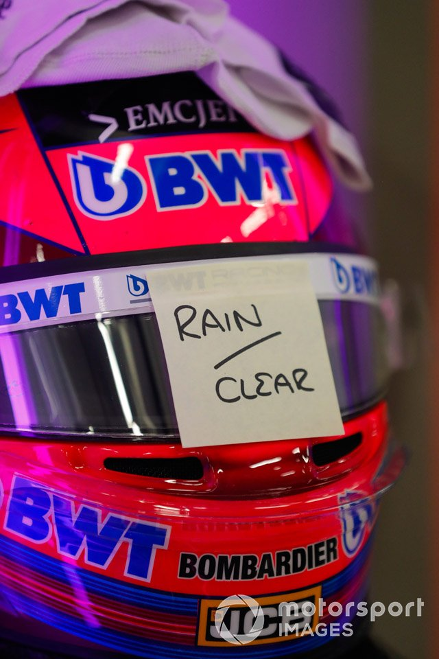 Casco de Sergio Perez, Racing Point, con visor de lluvia