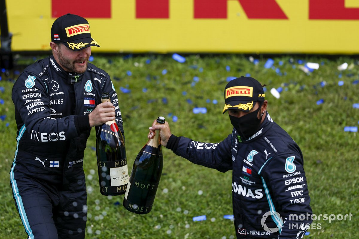 Valtteri Bottas, Mercedes-AMG Petronas F1 and Race Winner Lewis Hamilton, Mercedes-AMG Petronas F1 on the podium with the champagne