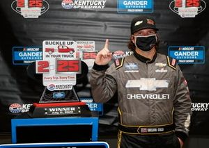 Sheldon Creed, GMS Racing, Chevrolet Silverado Chevy Accessories in victory lane