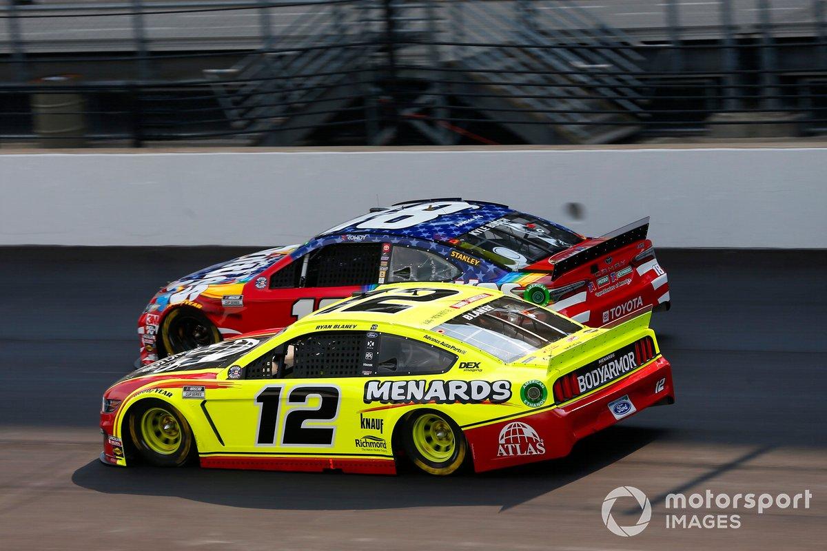 Kyle Busch, Joe Gibbs Racing, Toyota Camry Skittles Red White & Blue, Ryan Blaney, Team Penske, Ford Mustang Menards/Atlas