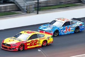 Joey Logano, Team Penske, Ford Mustang Shell Pennzoil, Michael McDowell, Front Row Motorsports, Ford Mustang carparts.com