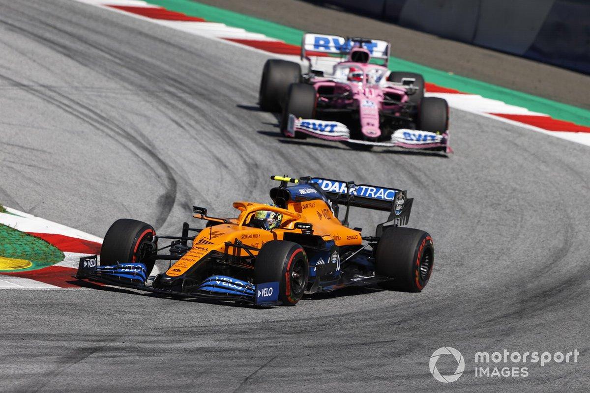 Lando Norris, McLaren MCL35 precede Sergio Perez, Racing Point RP20