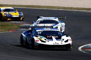 #19 GRT Grasser Racing Team Lamborghini Huracán GT3 Evo: Clemens Schmid, Niels Lagrange