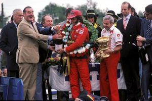 Emerson Fittipaldi, McLaren M23, Teddy Mayer, McLaren Team Manager