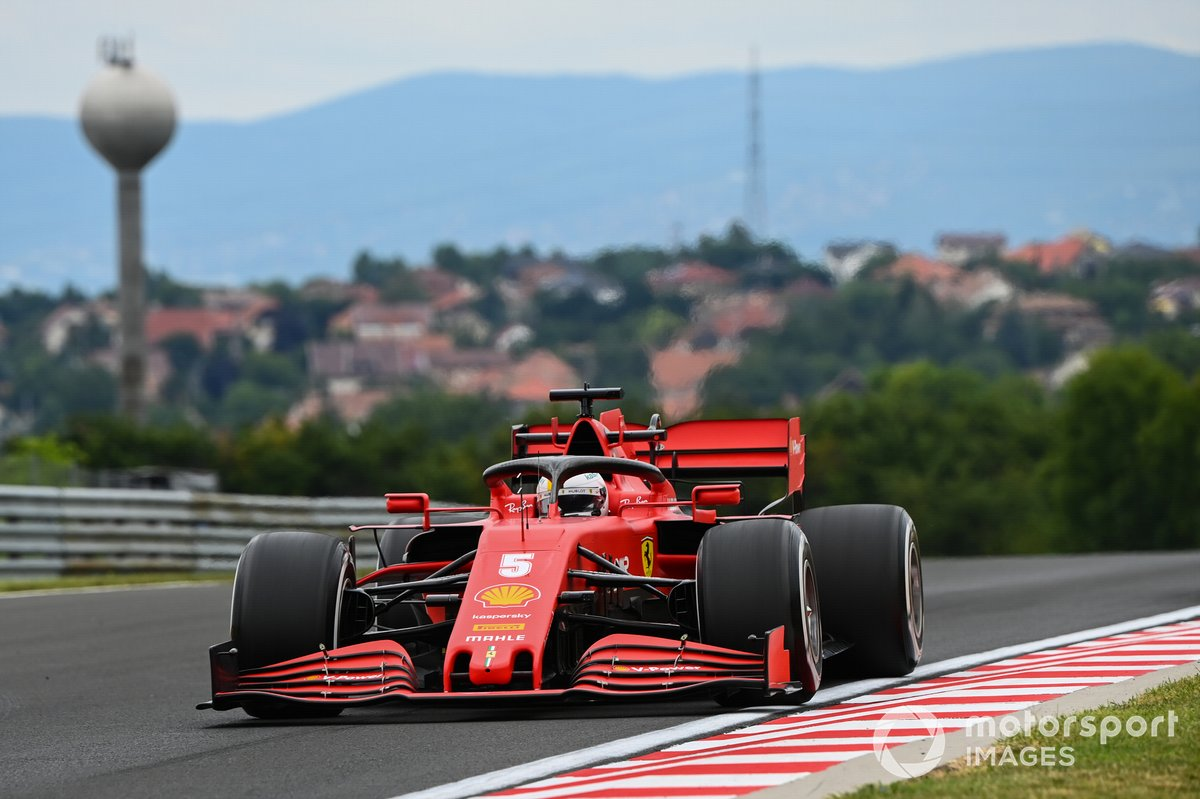 Себастьян Феттель за рулем Ferrari SF1000