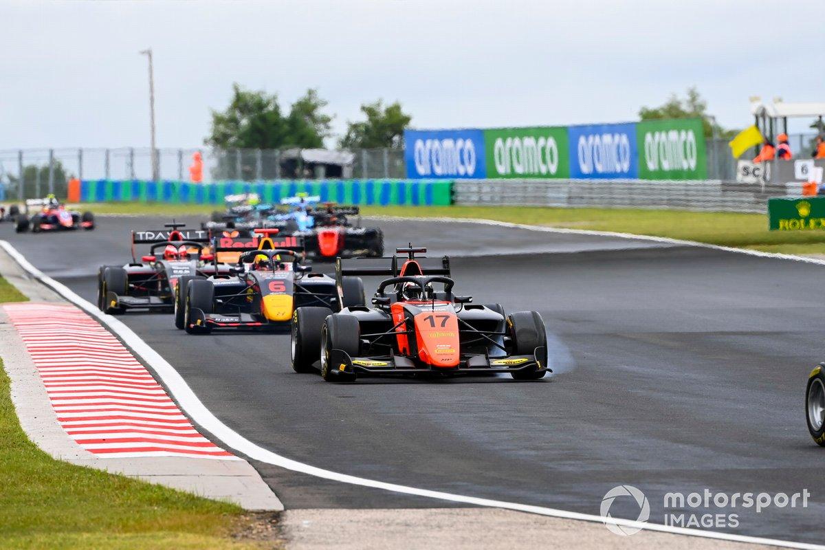 Richard Verschoor, MP Motorsport, precede Dennis Hauger, Hitech Grand Prix