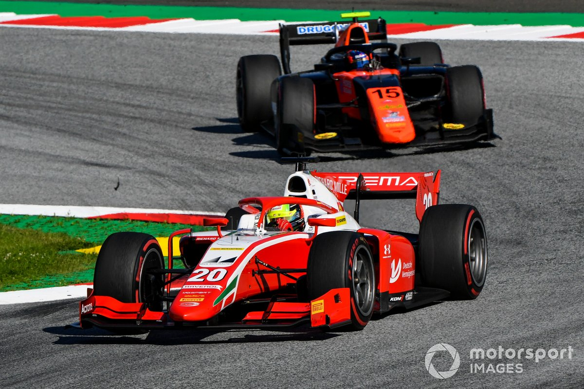 Mick Schumacher, Prema Racing, precede Felipe Drugovich, MP Motorsport