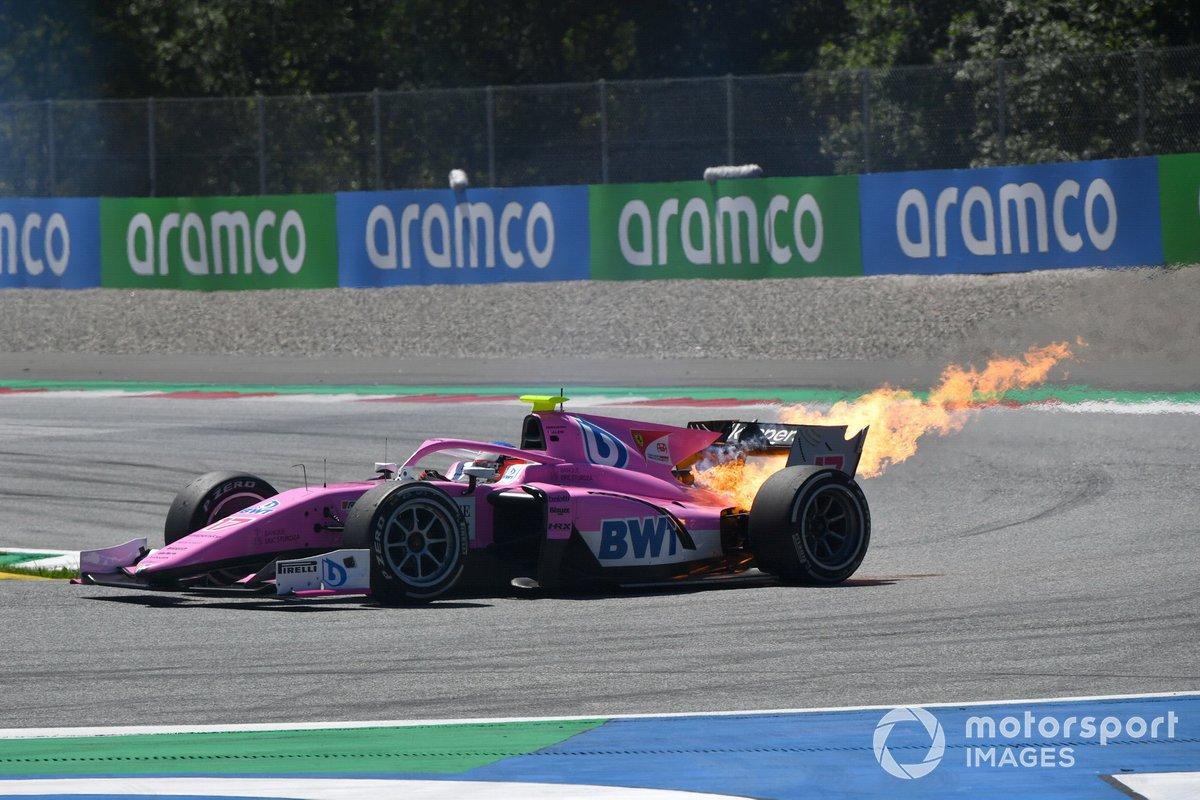 El coche de Giuliano Alesi, HWA Racelab, en llamas