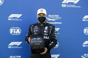 Valtteri Bottas, Mercedes-AMG Petronas F1 celebrates in parc ferme with the Pirelli Pole Position Award