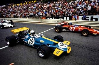 Jacky Ickx, Ferrari 312B lidera a Jack Brabham, Brabham BT33 Ford en la largada