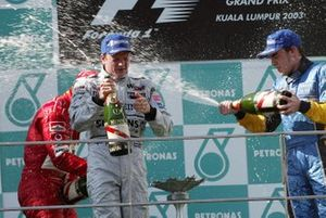 Podio: ganador de la carrera Kimi Raikkonen, McLaren y tercer lugar Fernando Alonso, Renault
