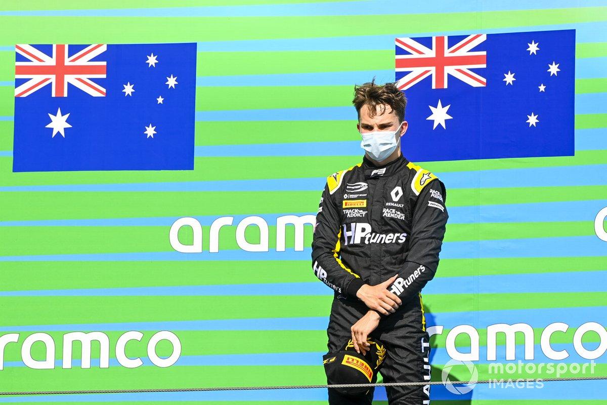 Podio: ganador Oscar Piastri, Prema Racing